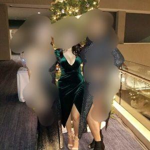 Dresses & Skirts - Emerald velvet dress